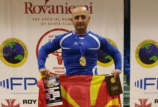 """Стаменковски со нов златен медал во Бенч-прес се враќа од """"Елемир – Војводина Опен"""""""