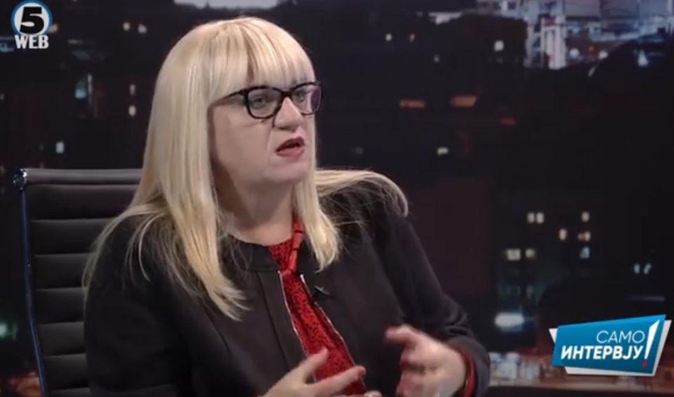 За предметите на СЈО кои незаконски беа префлени во ЈО, Дескоска вели дека не е сигурна дали Јанева сама ги пишувала писмата