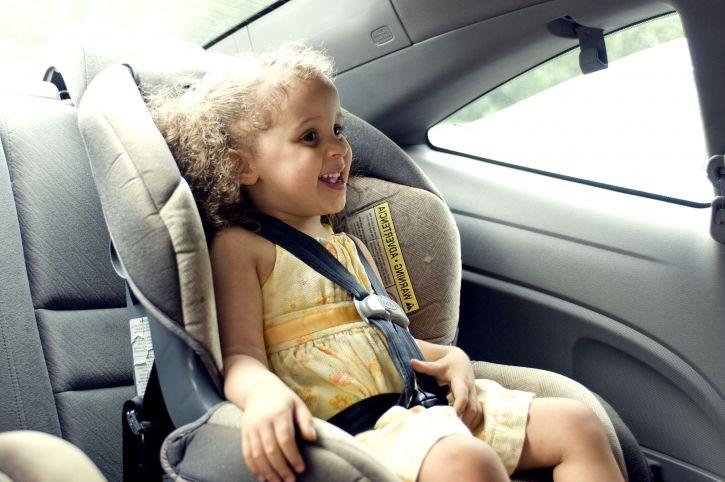 Италијанците воведоа аларм во возилата за родителите да не ги забораваат децата