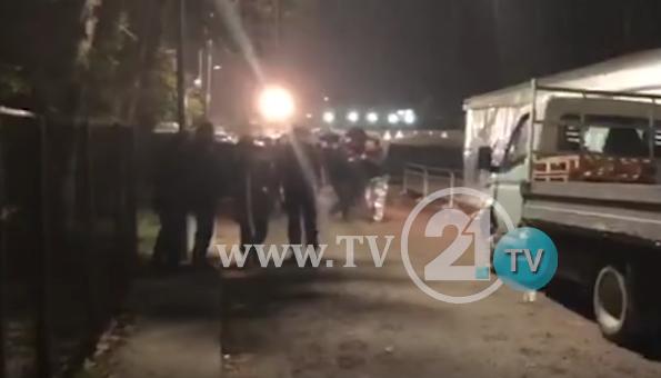 ВИДЕО: Пороен дожд во Драч и Тимане ја отежнува ситуацијата во засолништата