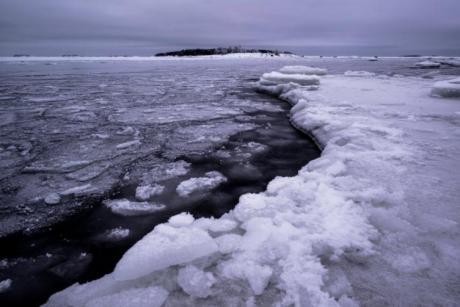 ФОТО: На крајбрежјето на Финска забележан бизарен природен феномен