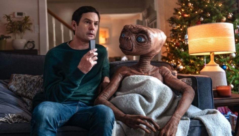 Прекрасна празнична реклама со моќна порака: Омилениот вонземјанин E.T. се враќа на Земјата (ВИДЕО)