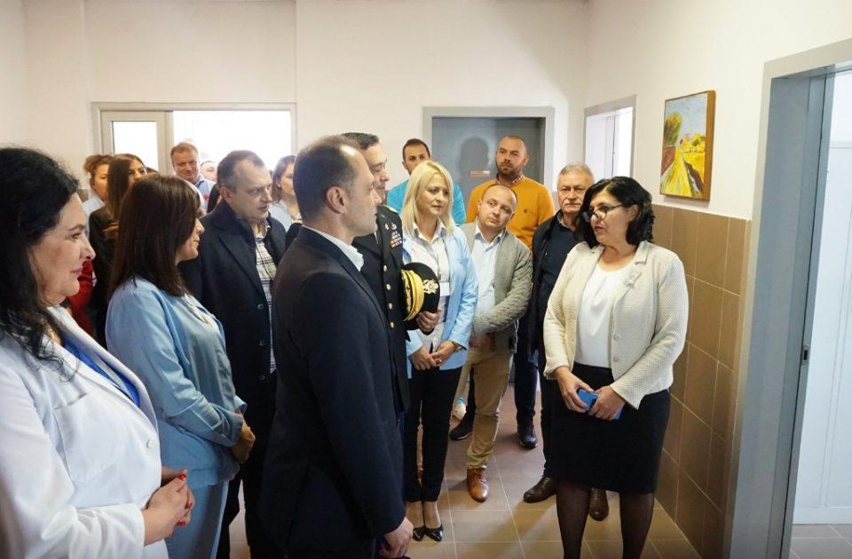 Болничарите од Психијатрија во Демир Хисар револтирано му порачаа на Филипче: И ние сме медицински персонал!