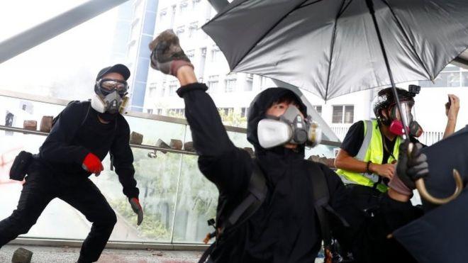 Во Хонг Конг уапсени 11 лица поради помагање во бегство
