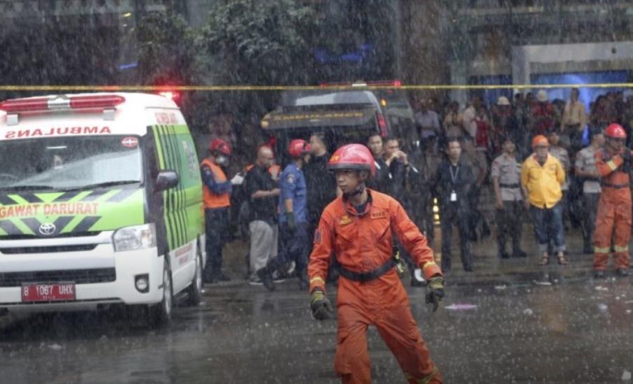 Силен земјотрес во Индонезија, издадено предупредување за цунами