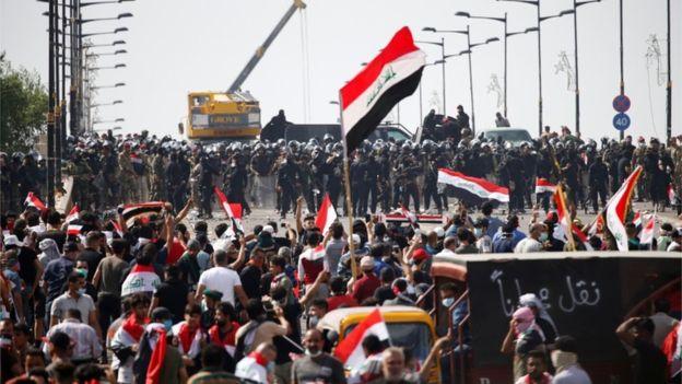 Ирак: Демонстрантите ги блокираа сите патишта кон главното пристаниште