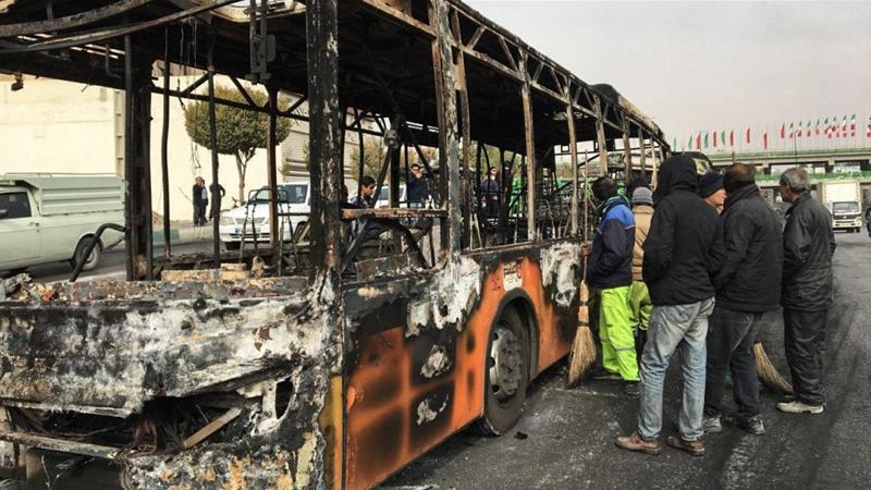 АИ: Во протестите во Иран загинале над 100 луѓе