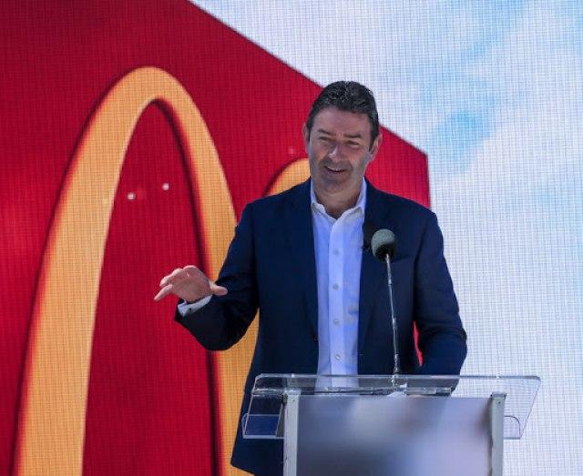 Директорот на Мекдоналдс доби отказ поради врска со вработена