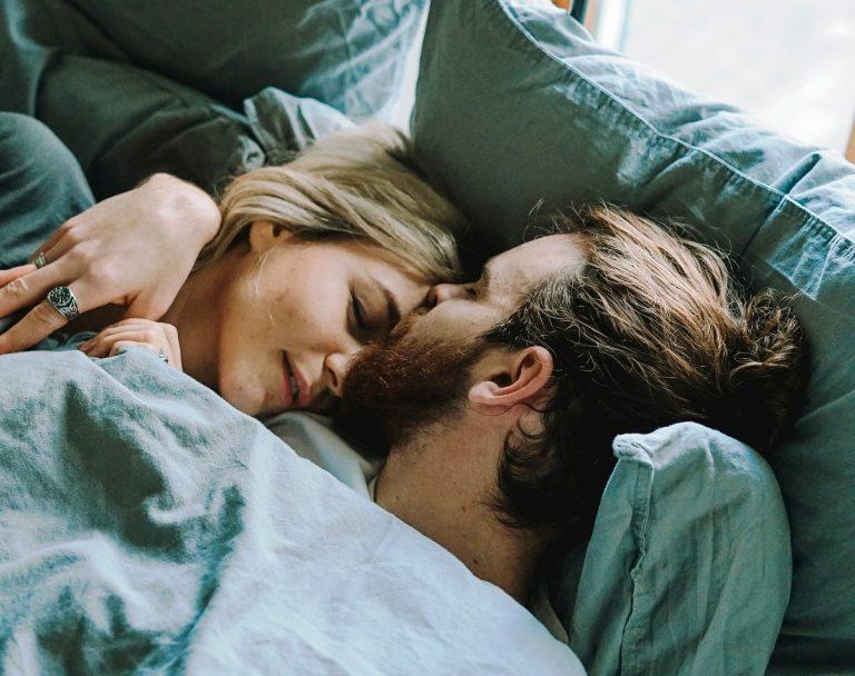 Нова љубов им чука на врата: Овие 4 хороскопски знаци ќе се заљубат во 2020 година