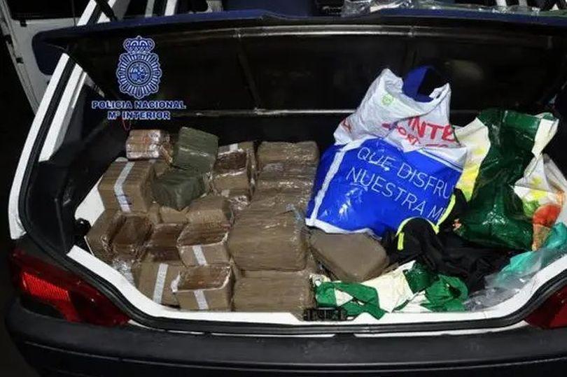 Шпанската полиција во подморница заплени два тона кокаин