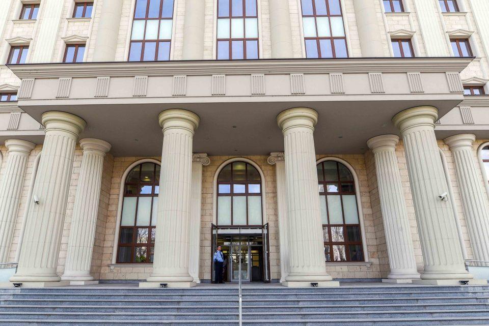 Вработените во кривичен обвинуваат за ширење кластер, од судот велат дека се почитуваат сите протоколи