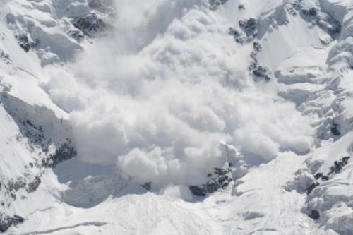 Шест лица загинаа во лавина во Индија