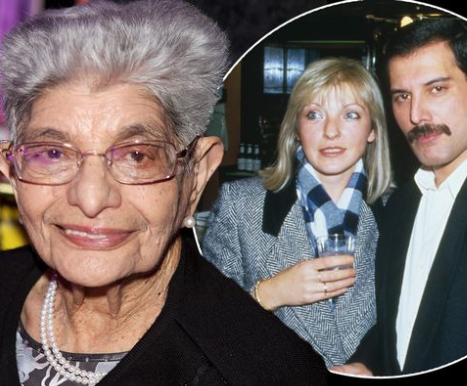 """Мајката на покојниот пејач открила што мисли за неговата најголема љубов: """"Таа е дел од семејството!"""""""