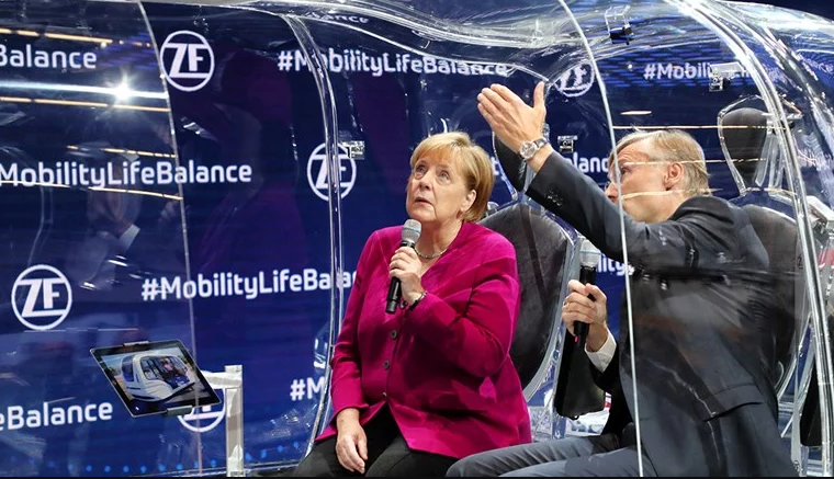 Меркел сака во Германија да има милион станици за напојување на електрични возила до 2030