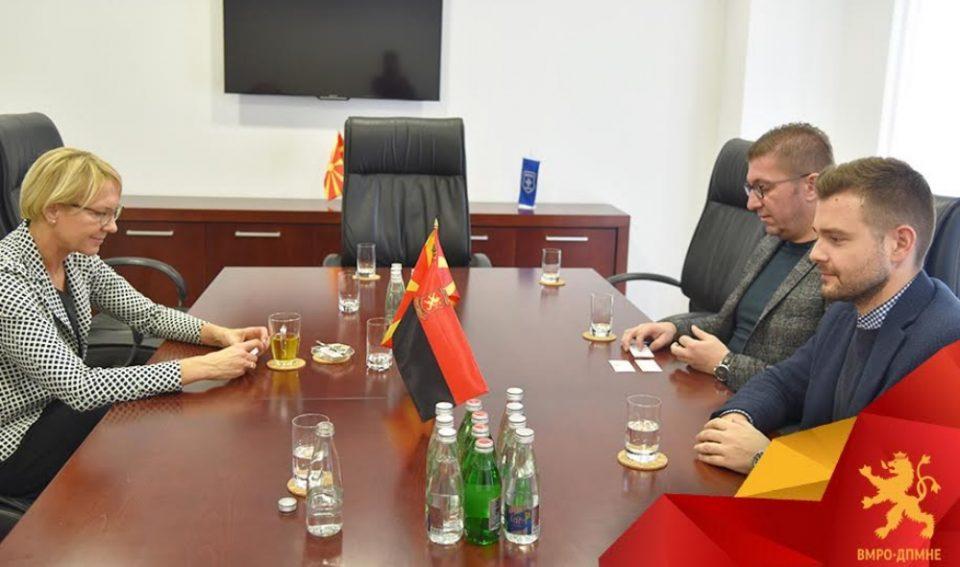 Мицкоски оствари средба со Гунта Пасторе: Високи функционери на власта се вклучени во најголемите криминални и корупциски скандали