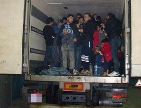 Фатен камион со 15 малолетни мигранти