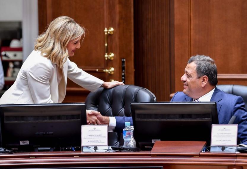 Со новите даночни измени, Кочо Анѓушев ќе плати минимум 2 милиони денари помалку данок на личен доход, а Министерката Нина Ангеловска 300 000 денари
