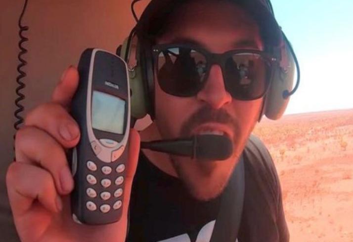 Експеримент: Ако фрлите Ајфон 11 и Нокиа 3310, кој ќе остане цел