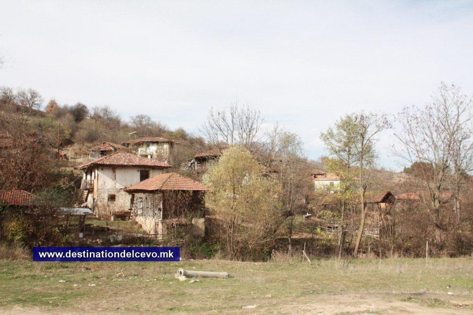 Село Нов Истевник како бледа слика на животот кој некогаш опстојувал во овој прекрасен природен предел