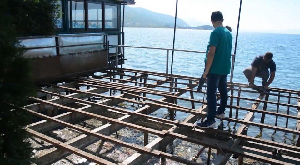 Уривањето на дивоградбите во Охрид не е запрено, тврди градоначалникот