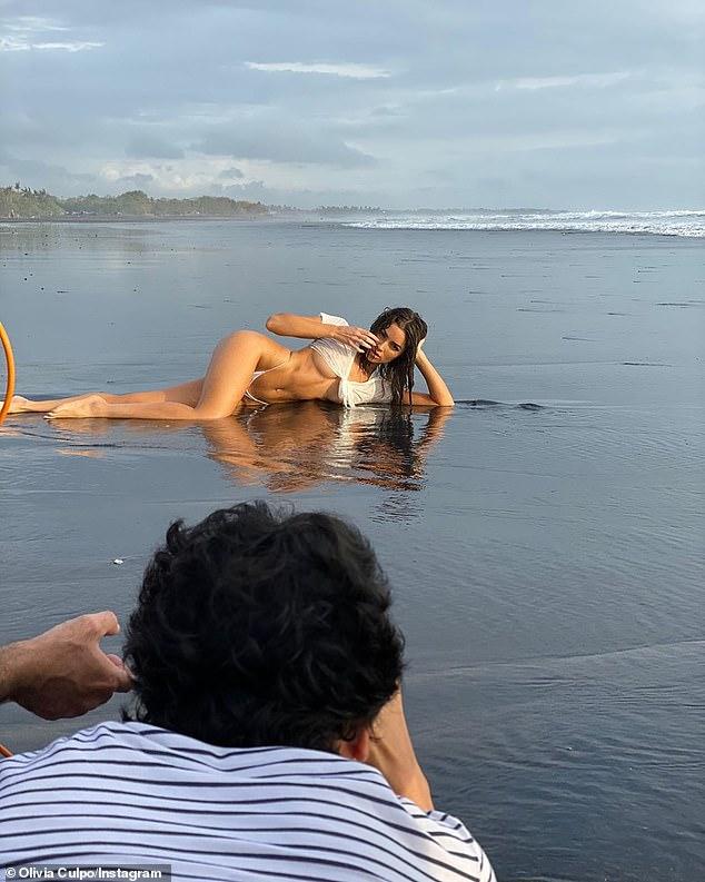 Американската мисица предизвика вистински земјотрес со нејзината најнова фотосесија (ГАЛЕРИЈА)