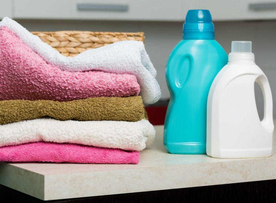 Кога ги перете овие материјали не користете омекнувач, алиштата така се уништуваат
