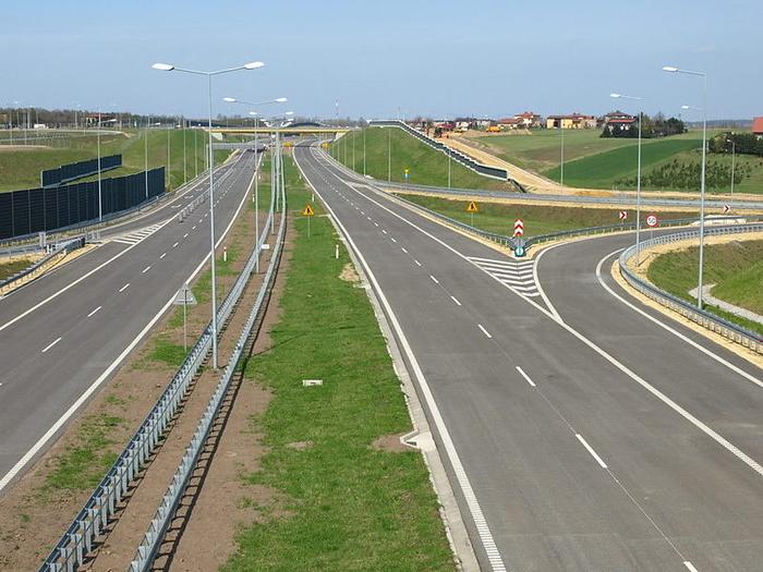 Состојба на патиштата во Македонија: Сообраќајот на државните патишта се одвива по претежно  суви  коловози