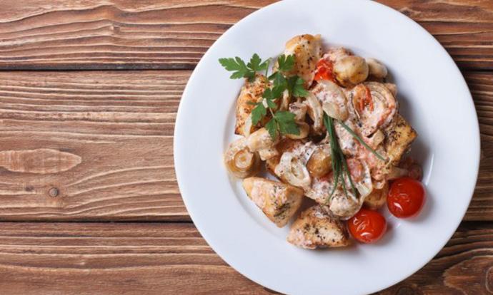 Предлог за брз ручек: Пилешко со шампињони
