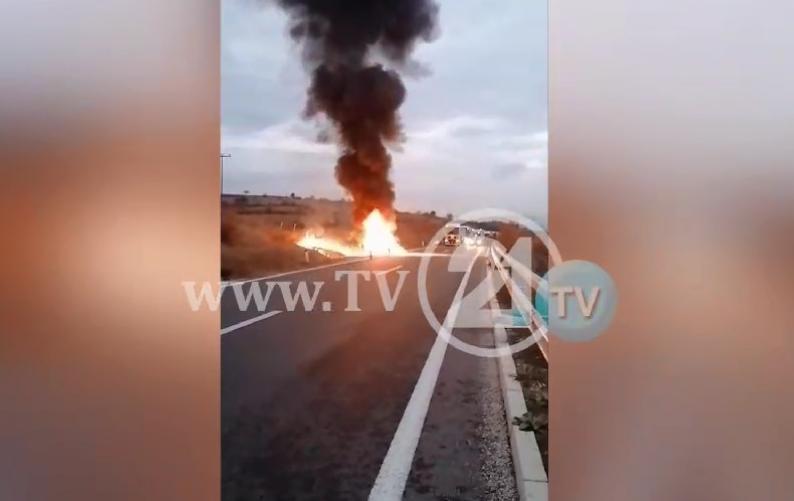 Детали: БМВ-то се запалило во возење на автопатот Скопје- Куманово, пожарот бил изгаснат од противпожарна служба (ВИДЕО)