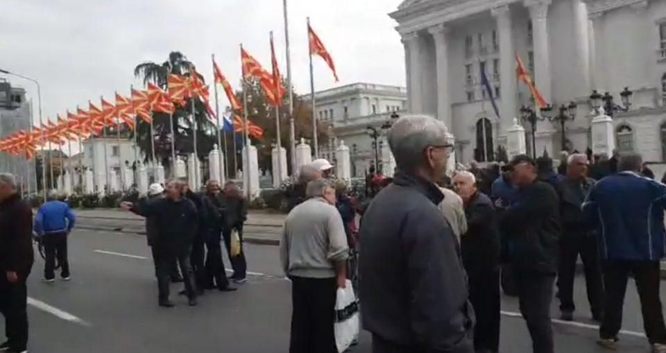 ВИДЕО: Протест на вработените во Охис пред Владата