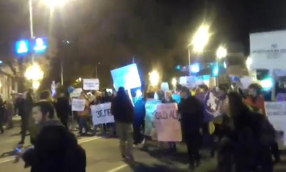 Учесниците од маршот за чист воздух и порачаа на Владата на Заев да оди у ПМ