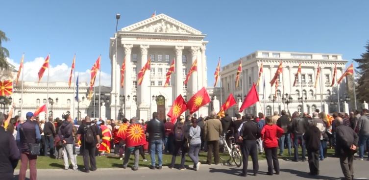 По ексклузивната објава на КУРИР за новиот закон за јавни собири, Владата под притисок од јавноста го повлече