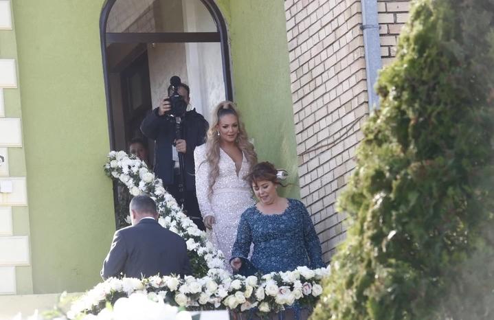 Во домот на снаата на Цеца по големата свадба се слави и денес- на оваа прослава сигурно ќе сака да дојде и Цеца (ФОТО)