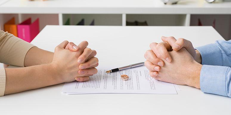 Како мажите реагираат на разводот, а како жените?