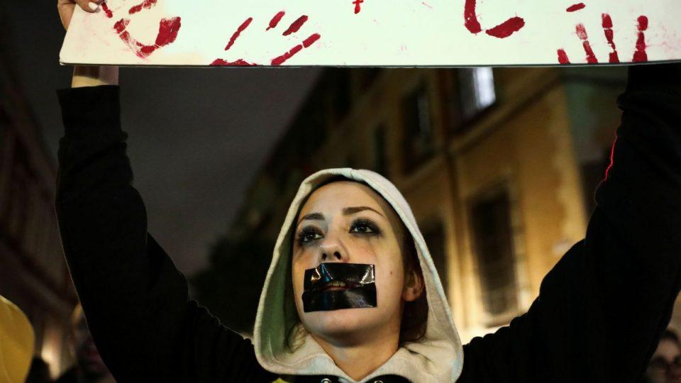 Протести во Шпанија поради пресудите за силувачите на 14-годишно девојче
