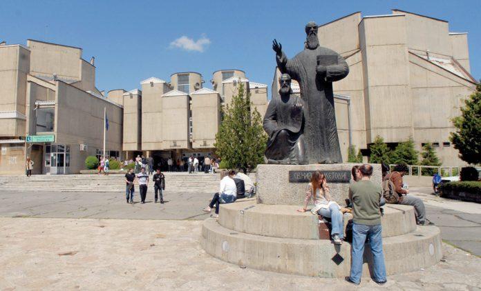 Академски егзодус во Македонија – расте бројот на факултети, а на студенти опаѓа