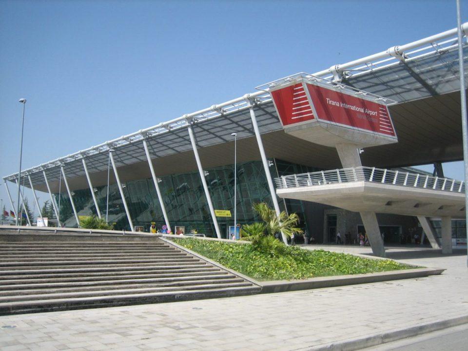 Аеродромот во Тирана затворен поради големо оштетување