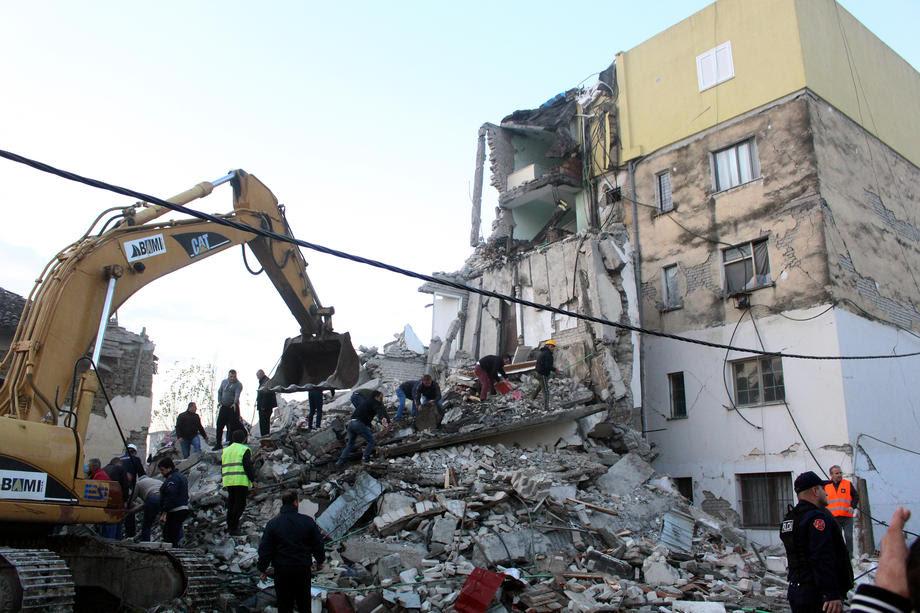 Бројот на жртвите од земјотресот во Албанија се искачи на 52