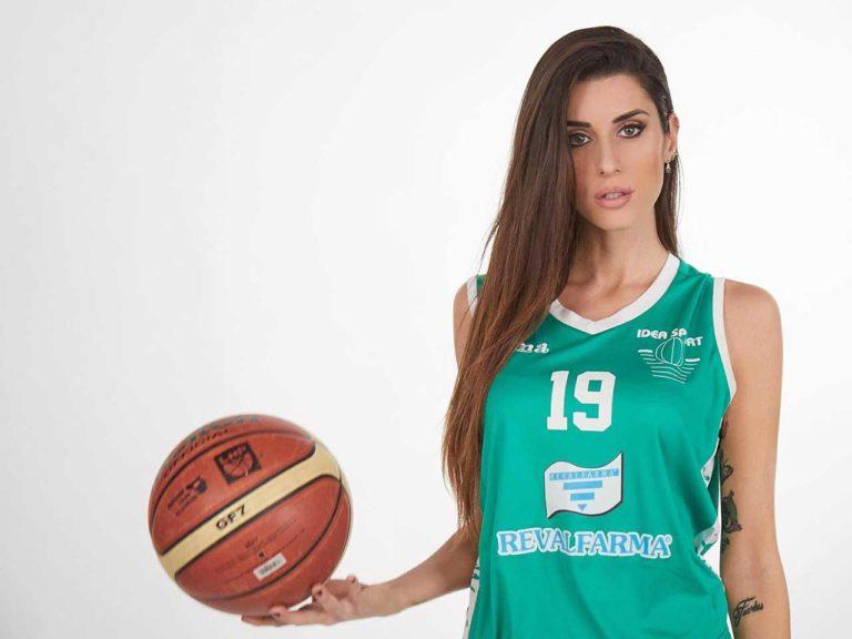 Згодната италијанската кошаркарка: Кога не игра, позира гола (ФОТО)