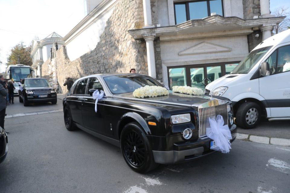 ФОТО: Автомобилот со кој Вељко тргна по невестата вреди колку неколку станови во Белград!