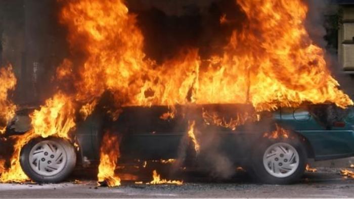 На скопјанка и се запалил автомобилот во движење- со повреди од пожарот итно пренесена на Клиника