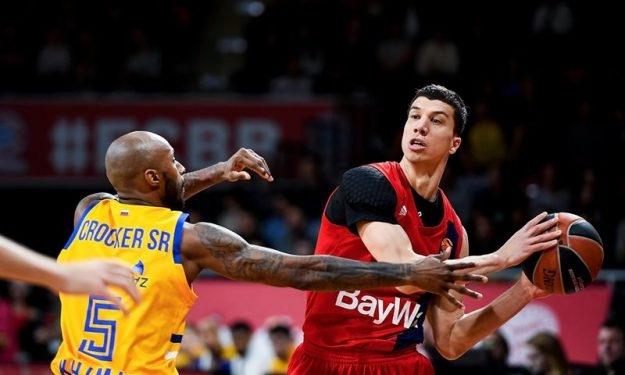 """Урнебесно: Српски кошаркар """"залутал"""" во автобусот на Баерн, сите помислиле дека е новиот голман (ВИДЕО)"""