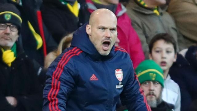 Арсенал не верува во Љунберг: Легендата наскоро ќе добие отказ