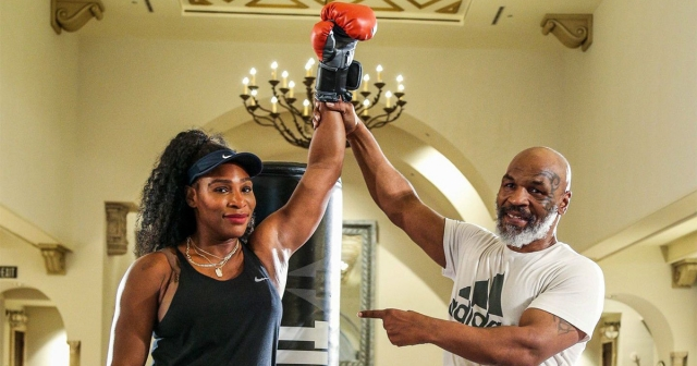Мајк Тајсон ѝ држеше боксерски лекции на Серена Вилјамс (ВИДЕО)