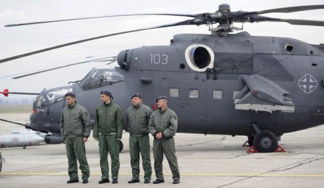 Србија: Вучиќ во Батајница на промоција на новите воени хеликоптери