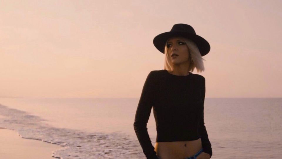 Го имаме хитот за 2019 година: Теа Трајковска објави феноменална песна со спот снимен во Анталија (ВИДЕО)