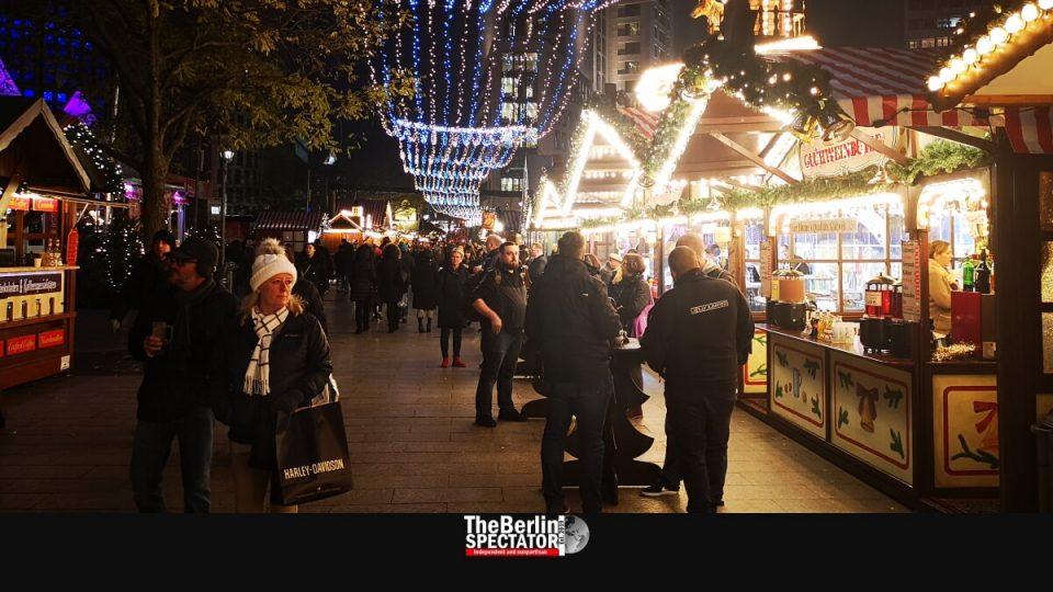 Евакуиран Божиќниот базар, дојава за бомба, апсења…