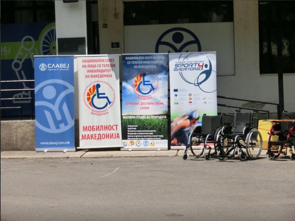 Изложба на слики од 10. Mеѓународна ликовна колонија на Мобилност Македонија