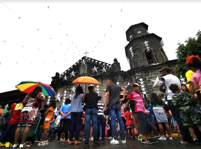 Тајфунот Фанфон ги погоди Филипини на Божиќ