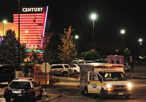 Пукање во трговски центар: Убиен е тинејџер